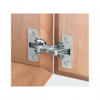 Gehrungsscharnier für Möbel mit Gehrung am Korpus und Möbelklappe